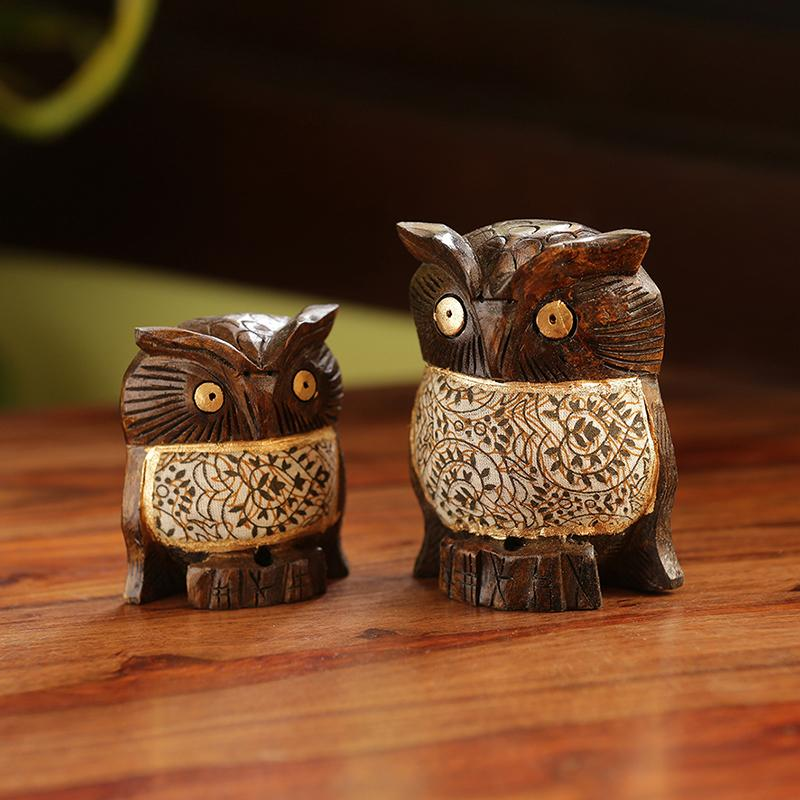 Moorni Fury Owl Pair Hand Carved & Hand Painted Cotton Cloth Showpiece In Eucalyptus Wood