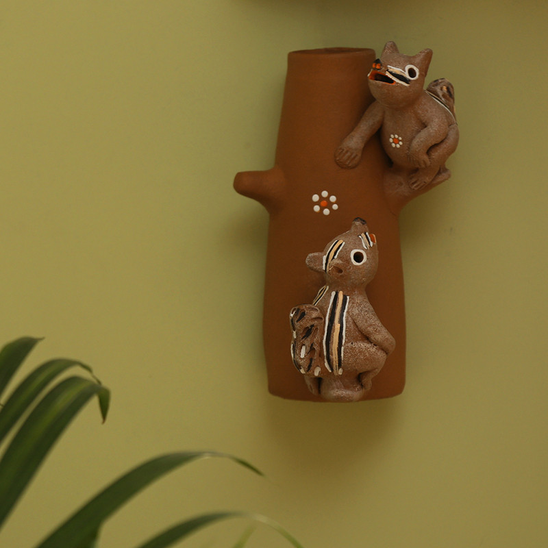 Moorni Climbing Squirrels Handmade Garden Decorative Table Cum Wall Showpiece In Terracotta