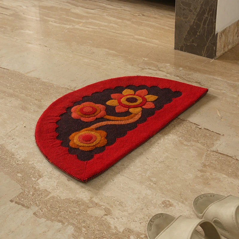 Moorni Pristine Flower Hand Felted Semi Circular Door Mat In Sheep Wool (23 Inch)