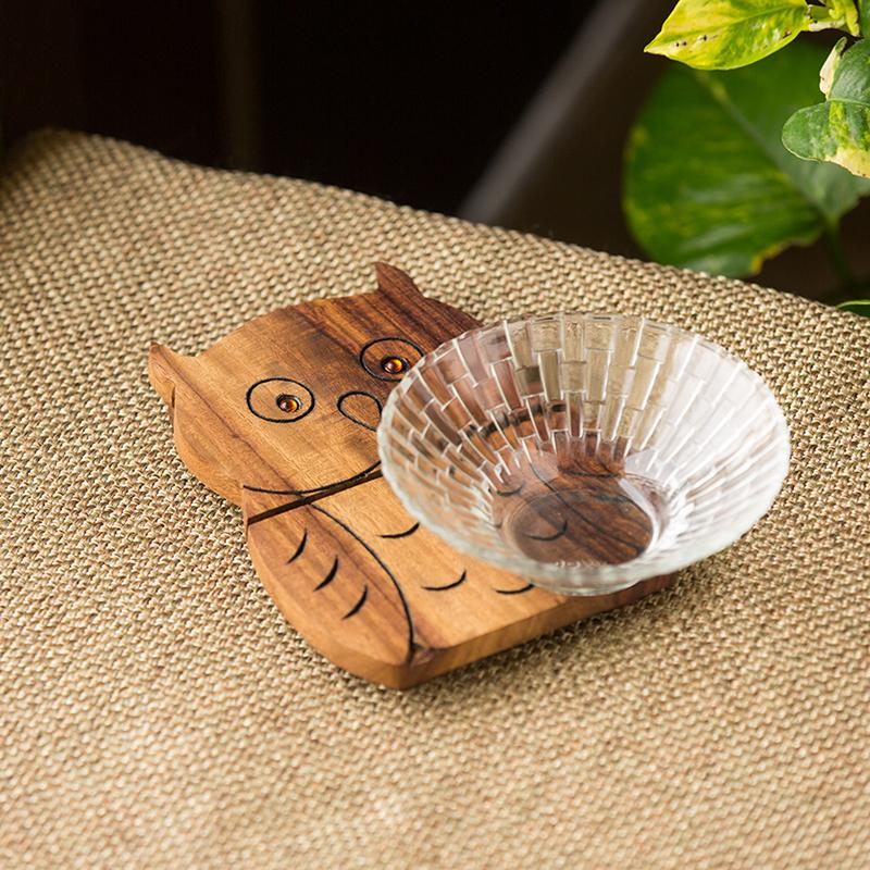Moorni A Happy-Go-Lucky Owl Trivet With Hand Carved Owl Motif In Sheesham Wood