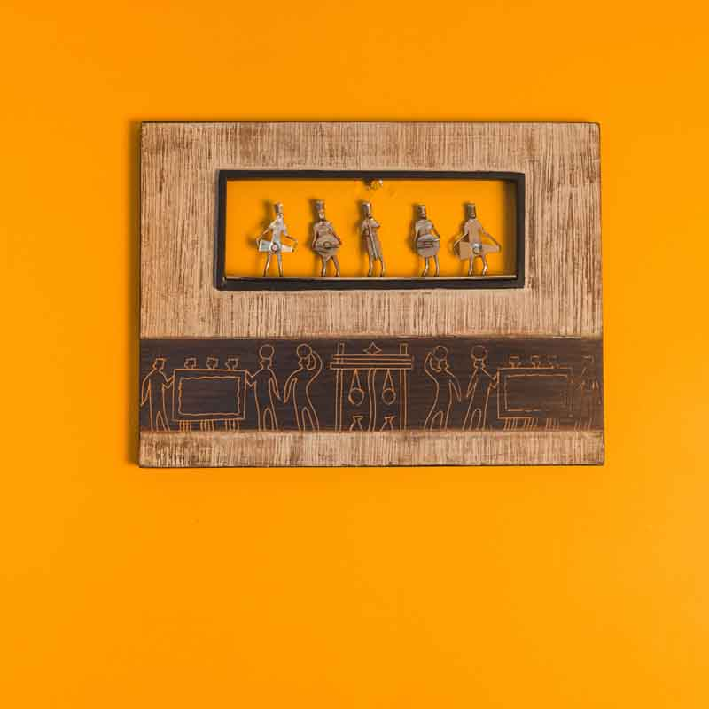 Olha-o Tribe Wooden Frame with Figurines
