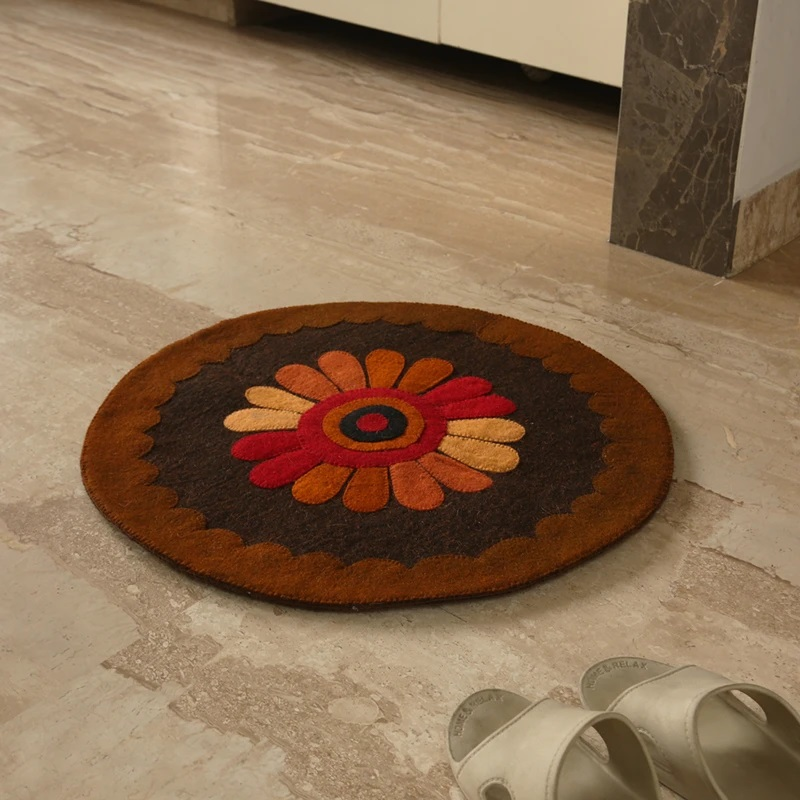 Moorni Floral View Hand Felted Circular Door Mat In Sheep Wool (23 Inch)