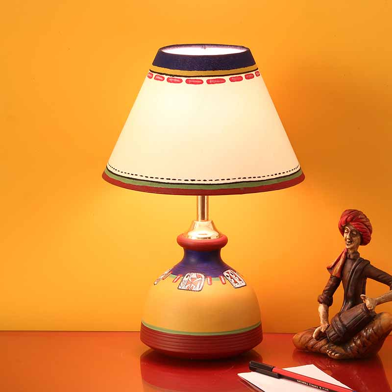 Moorni Warli In Light Hand-Painted Flat Matki Shaped Table Lamp In Terracotta - EL-003-150